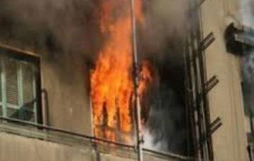 سيدة تشعل النار في نفسها و 6 أشخاص بالوراق بينهم زوجها ونجليها وزوج ابنتها خلال مشاجرة