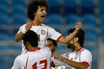 Photo of الإمارات يتغلب علي قطر ويتصدر مجموعته مع انطلاق كأس الخليج 21
