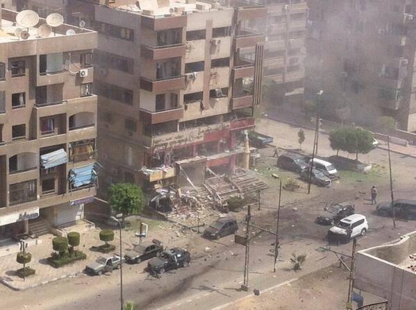 Photo of عاجل  ……. إصابة أربعة اشخاص في انفجار قنبلة بالقرب من منزل وزير الداخليه