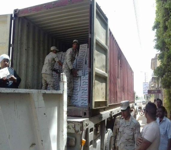 Photo of 400 كيلو لحمة و300 دجاجة و100 علبة جبنة و200 علبة صلصة من القوات المسلحة بأسعار مخفضة بالمنيا