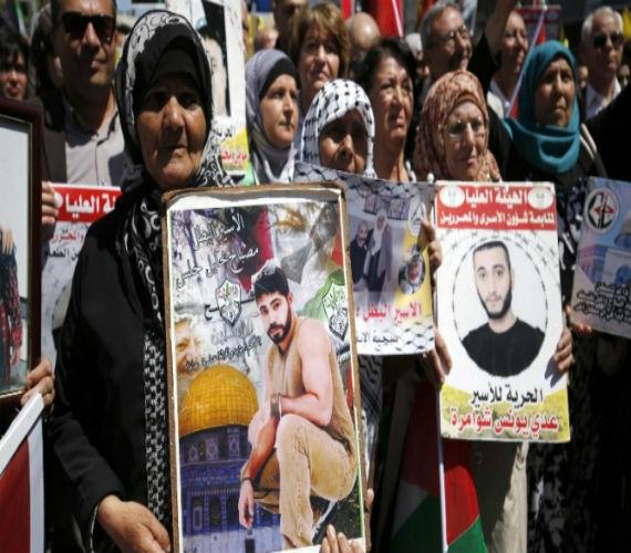 Photo of حماس تطالب المؤسسات الإنسانية والحقوقية والدولية بمساندة ودعم إضراب الأسري الفلسطنيين