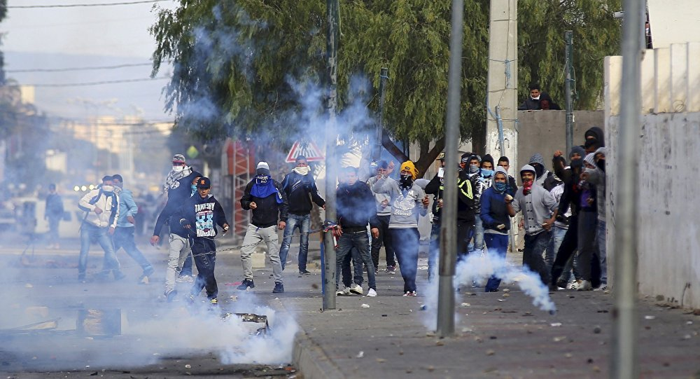 Photo of الإحتجاجات تجتاح تونس للمطالبة بالتنمية ومكافحة  البطالة