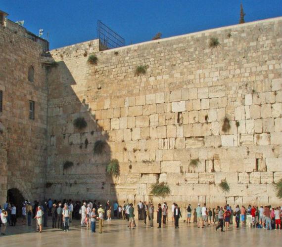 Photo of إسرائيل تحتج علي تصريح مسؤول أمريكي بكون الحائط الغربي في القدس جزء محتل من فلسطين