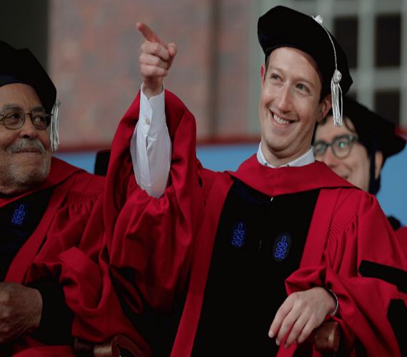 Photo of مارك يعود لجامعته بعد 12 عام للحصول على الشهادة الفخرية