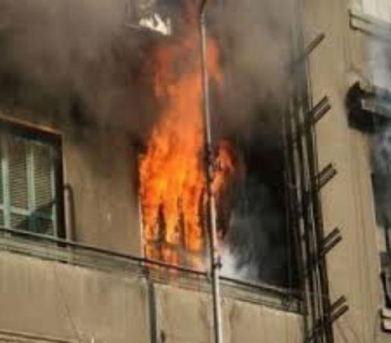 Photo of سيدة تشعل النار في نفسها و 6 أشخاص بالوراق بينهم زوجها ونجليها وزوج ابنتها خلال مشاجرة