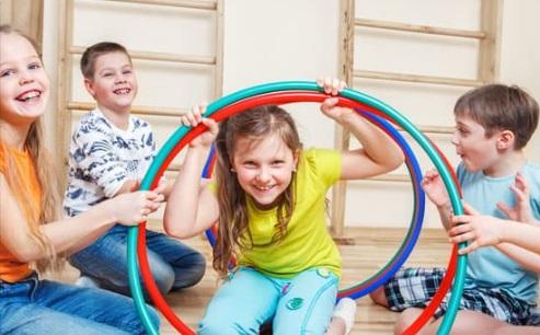 اطفال يلعبون ويضحكون ، موقع أوراق عربية - قصائد عامية