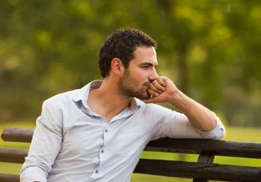شخص يجلس ويفكر ، موقع أوراق عربية - قصائد فصحي