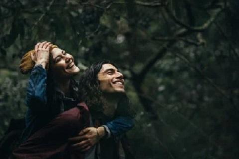 حبيبان يضحكان معا ، موقع أوراق عربية - قصيدة فصحي