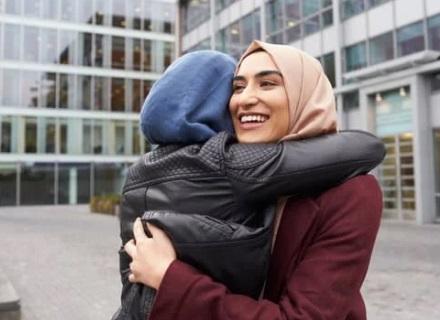 صديقتان ، موقع أوراق عربية -خواطر