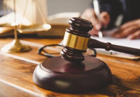 محامي ، موقع أوراق عربية - مقال