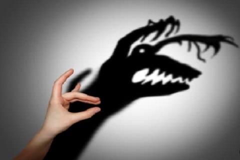 الخوف ، رسوم الظل ، موقع أوراق عربية- مقالات