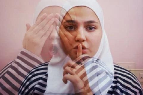 فتاه تشير بعلامة الصمت ،موقع أوراق عربية - خواطر مميزة
