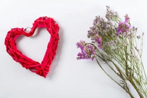قلب وباقة من الزهور ،موقع أوراق عربية - خواطر مميزة
