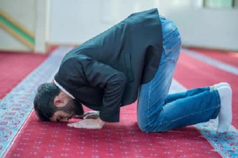 شاب مسلم يصلي ، موقع أوراق عربية - قصائد عامية