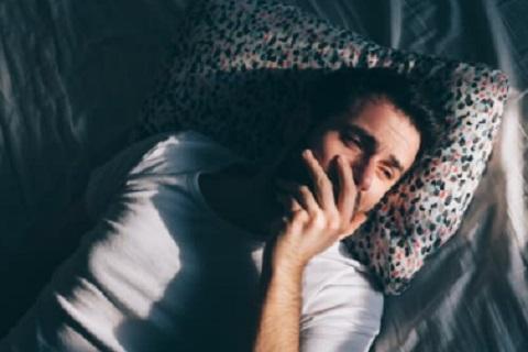 شاب نائم ، موقع أوراق عربية - قصائد عامية