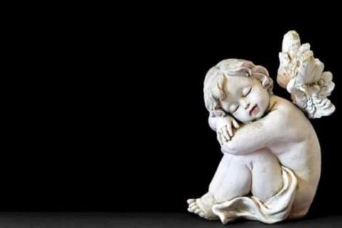 تمثال طفل نائم ، موقع أوراق عربية - خواطر مميزة